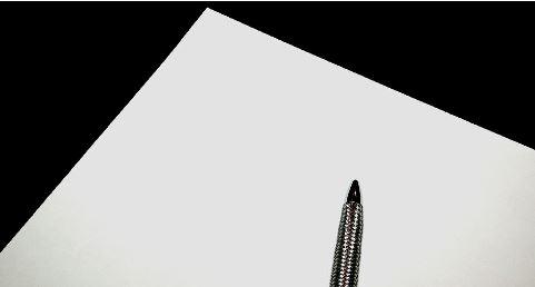 白い紙とペンの画像